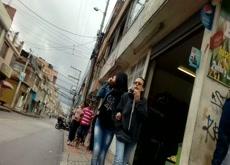 Linda cola en la calle