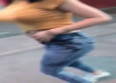 Morocha se desnuda en la calle