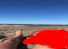 Beach dick flash curieuse